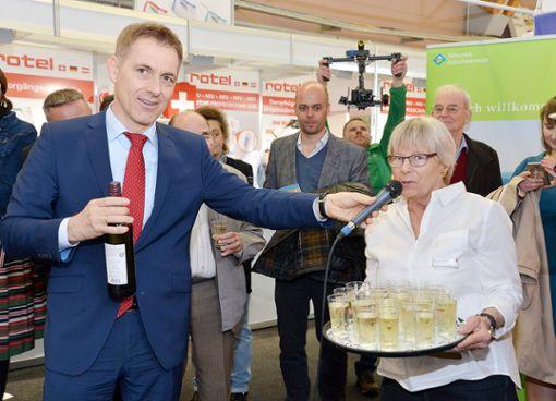 Oberbürgermeister Jörg Lutz am Stand der Stadt Lörrach auf der Regio-Messe   Foto: zVg Foto: Die Oberbadische