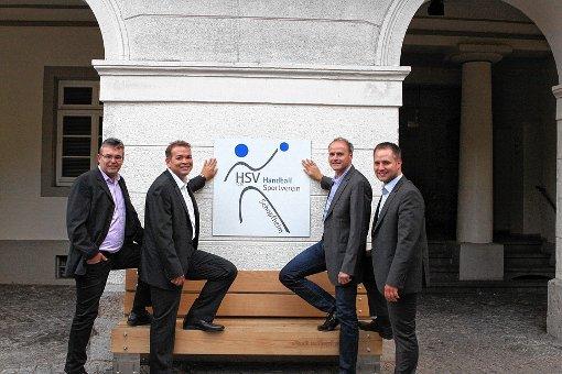Die  Vorstandschaft des Handballsportvereins mit dem neuen Logo (von links):   Arno Asal, Gernot Lay, Andreas Pohl und  Felix Hodapp.  Foto: zVg Foto: Markgräfler Tagblatt