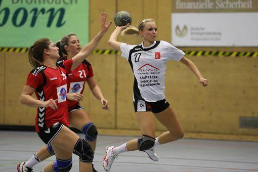 Celina Oster (am Ball) empfängt morgen mit dem TV Brombach die HSG St. Leon/Reilingen in der Wintersbuckhalle.  Foto: Archiv Foto: Die Oberbadische