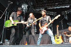 Engagierter Auftritt: Die Freiburger Band One Way Train stimmte das Publikum auf die Status Quo-Show ein. Foto: Markgräfler Tagblatt