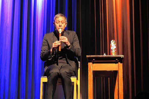 Jess Jochimsen bei seinem Auftritt im Neuenburger Stadthaus   Foto: Dorothee Philipp Foto: Weiler Zeitung