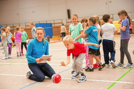 """Im Rahmen der Aktion """"Lauf dich frei! Ich spiel dich an!"""" hatten die Regio-Hummeln   Grundschüler zum Handballtag eingeladen   Foto: zVg Foto: Die Oberbadische"""
