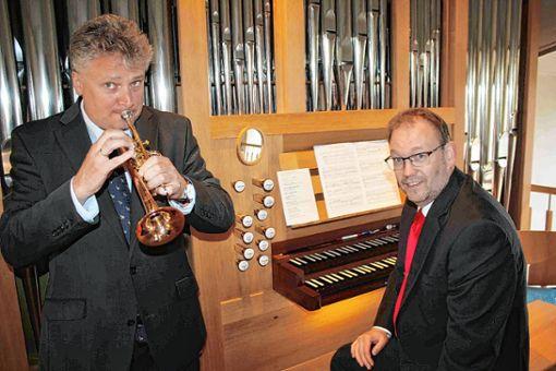 Sind ein  eingespieltes Team: Trompeter Rudolf Mahni und Organist Carsten Klomp.     Foto: Rolf Reißmann Foto: Die Oberbadische