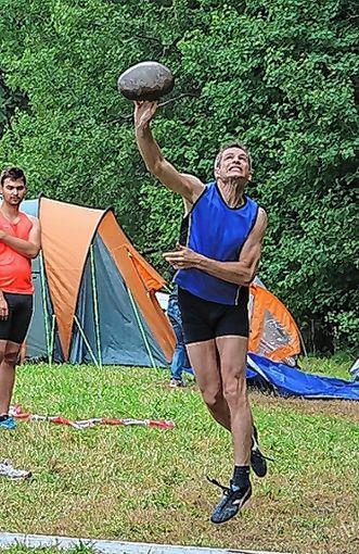 Seriensieger Res Ott beim Steinstoßen.    Foto: Archiv Foto: Die Oberbadische