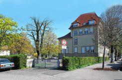 Steht nach einer mehr  als einjährigen Vakanz  unter neuer Führung: die Friedrich-Ebert-Schule.    Fotos: Petra Martin Foto: Markgräfler Tagblatt