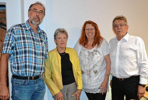 Schulterschluss: Michael Nopper (CDU), Grunhild Merkle (Grüne), Marianne Müller und Robert Blum (beide SPD) freuen sich über das gemeinsame Projekt.   Foto: Manfred Herbertz Foto: Die Oberbadische