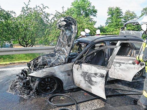 Auf der A98 kam es Donnerstagnachmittag zu einem Fahrzeugbrand. Verletzt wurde niemand.      Foto: Polizei Foto: Weiler Zeitung