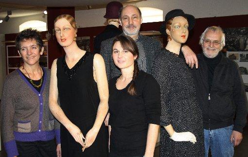 Gruppenbild mit Puppen (v.l.): Caroline Buffet, Aurea Hardt, Markus Moehring und Bernd Serger.   Foto: Markus Greiß Foto: Die Oberbadische