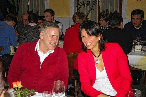 """Bestens verstanden sich """"Comedy-Star"""" Reinhold Fetscher und Badminton-Rekordnationalspielerin Nicole Grether, die ebenfalls beim Abschlusshock der CDU im """"Kranz"""" zu Gast waren. Foto: Markgräfler Tagblatt"""