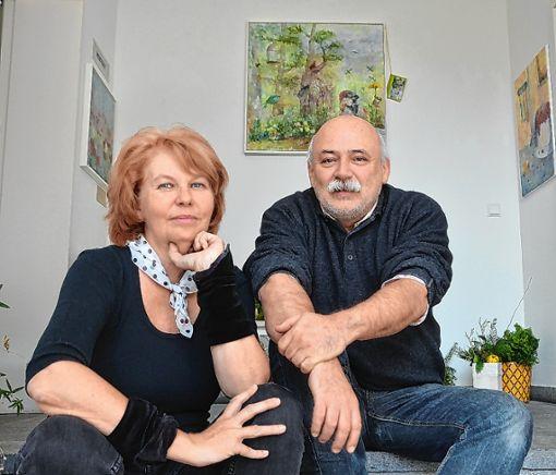 """Kerstin Mehle und Fritz Rumpf laden in die Galerie """"Plots Art"""" zu einer Adventsausstellung ein. Foto: Manfred Herbertz"""