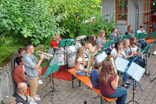Das Vorochester musizierte beim Dorfhock.   Foto: M. Rümmele Foto: Markgräfler Tagblatt