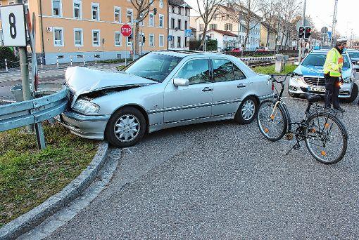 Die Seniorin touchierte zunächst die Radlerin und fuhr dann in die Leitplanken.  Foto: Bernhard Konrad Foto: Die Oberbadische