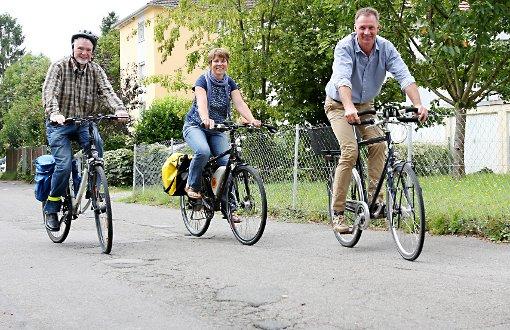 Setzen auf umweltbewusste Fortbewegung (v.l.): Hartwig Schroeder, Amandine Tupin und Frank Leichsenring. Foto: Kristoff Meller Foto: Kristoff Meller