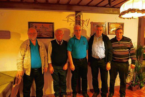 Vorsitzender Joachim Kunz  (links) und Vizevorsitzender  Horst Ortlieb (rechts) mit den Geehrten Xaver Schwäbl, Paul Heimann und Günter Dietsche.   Foto: zVg Foto: Markgräfler Tagblatt