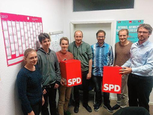 Lörracher Jusos mit dem ehemaligen Bundestagskandidaten Jonas Hoffmann (r.)   Foto: zVg Foto: Die Oberbadische