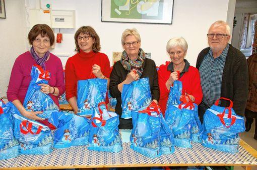 Gruppenbild mit (v.l.) Angelika Merz, Ulrike Schneider, Regina Maucher, Marianne Sprankel und Reinhard Ihl. Foto: Peter Ade
