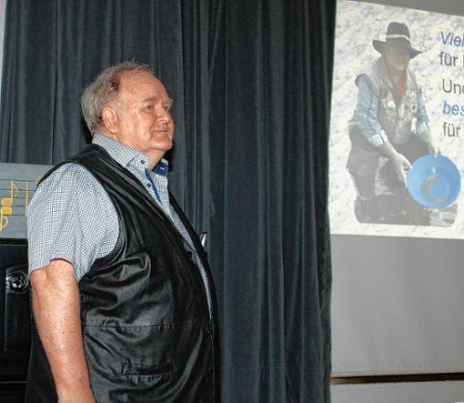 Werner Störk skizzierte in seinem Vortrag die kriegerischen Auseinandersetzungen im  Wiesental seit dem 17. Jahrhundert.Foto: Heiner Fabry Foto: Markgräfler Tagblatt
