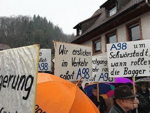Auch wenn es den Schwörstädtern beim Weiterbau der A98 nicht schnell genug geht, befindet Bundestagsabgeordneter Armin Schuster, dass sich so viel bewegt wie nie zuvor.  Foto: zVg Foto: Die Oberbadische