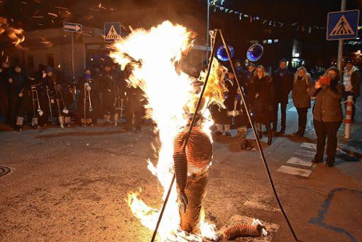 Da half kein Klagen und kein Flennen, der Butzemummel musste brennen.     Foto: Heinz Vollmar Foto: Die Oberbadische