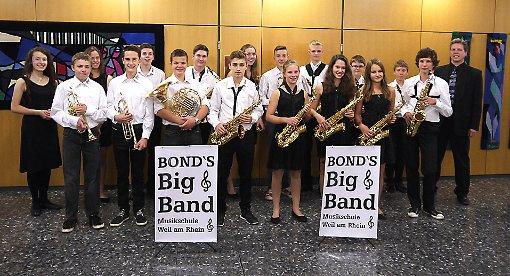 """Die """"Bonds Bigband"""" der Musikschule unter Leitung von Christian Leitherer ist gefragt   Foto: zVg Foto: Weiler Zeitung"""