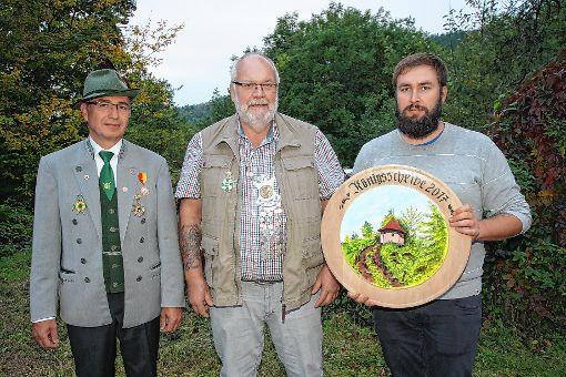 Der 2. Ritter Frank Mehlin, Schützenkönig Hans Wittmann und der 1. Ritter Marc Nowak (von links).   Foto: zVG Foto: Markgräfler Tagblatt