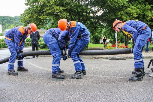 In der Jugendfeuerwehr lernt der Nachwuchs die nötigen Handgriffe für den späteren Einsatz. Foto: zVg Foto: zVg