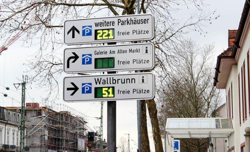 Das Parkleitsystem an der Bahnhofstraße   Foto: Susann Jekle Foto: Die Oberbadische