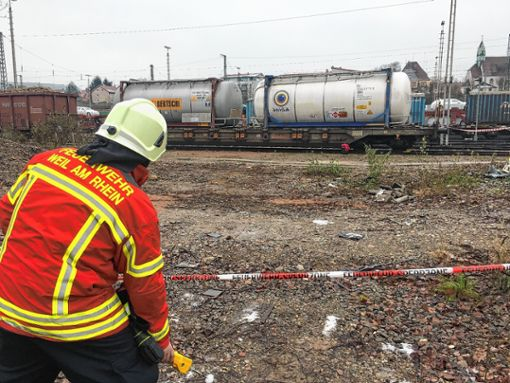 30-Stunden-Einsatz: Aus einem Tankcontainer trat im Dezember Methylmethacrylat aus.   Foto: zVg Foto: Weiler Zeitung