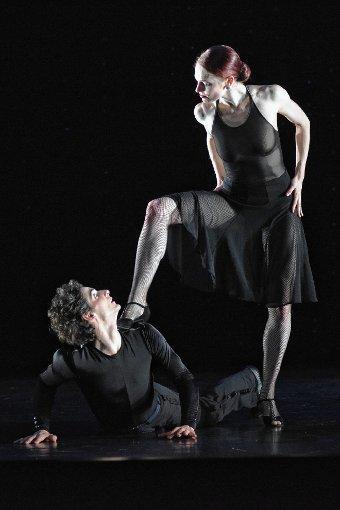 """Zum Abschluss der Reise durch die Welt des Tanzes  gab es  einen Choreografie-Klassiker von  Hans  van Manen: Black Cake"""": fast 30 Jahre alt – und immer noch schön!  Foto: zVg/Brocke Foto: Die Oberbadische"""