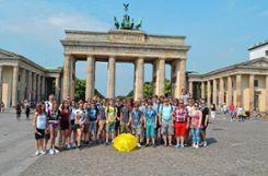 Die Jungmusiker vor dem Brandenburger Tor in Berlin.   Fotos: zVg Foto: Markgräfler Tagblatt