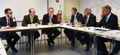 Verwaltung und Bahnvertreter diskutierten über eine mögliche  Kandertal-S-Bahn   und deren Anschluss an die Trasse der Hochrheinbahn.   Foto: Michael Werndorff Foto: Die Oberbadische