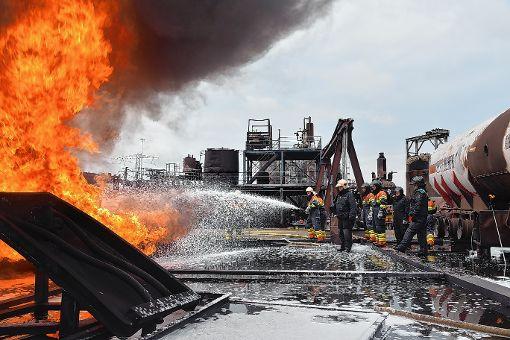 Höhepunkt war das Löschen eines brennenden Kesselwagens. Foto: Die Oberbadische