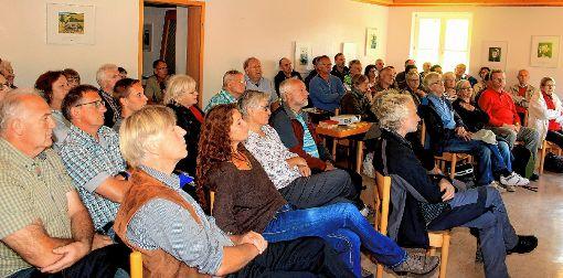 Gut besucht war der Vortrag von Werner Störk über die historische Bedeutung der Schanzen bei Neuenweg.   Fotos: Heiner Fabry Foto: Markgräfler Tagblatt