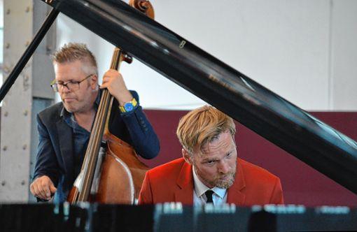 Pianist Daniel Mark Eberhard und Bassist Uli Fiedler interpretieren Bizets Carmen.     Foto: Veronika Zettler Foto: Markgräfler Tagblatt