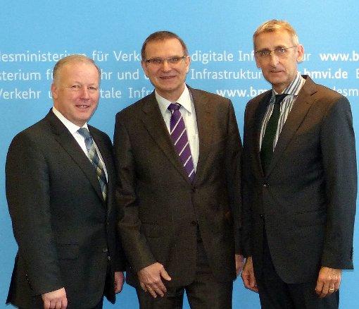 Peter Weiß, Michael Odenwald und Armin Schuster (v.l.) im Gespräch.  Foto: zVg Foto: Die Oberbadische