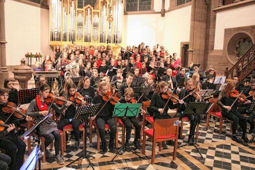 Hohes musikalisches Niveau bot das Weihnachtskonzert des THG in der evangelischen Stadtkirche. Foto: Anja Bertsch