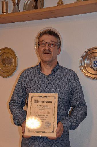 Günter Jäckh wurde für 40 Jahre Mitgliedschaft zum Ehrenmitglied ernannt.     Foto: Gabriele Rasenberger Foto: Markgräfler Tagblatt
