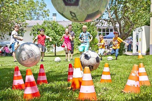 Fußballspiele mit tollen Preisen gehörten bei den Kindern zu den Favoriten.                                                                             Foto: Mike Bach Foto: Die Oberbadische