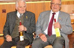 Singen seit Jahrzehnten im Chor: Max Sieglin (65 Jahre) und Werner Keßler (70 Jahre).    Foto: Heiner Fabry Foto: Markgräfler Tagblatt