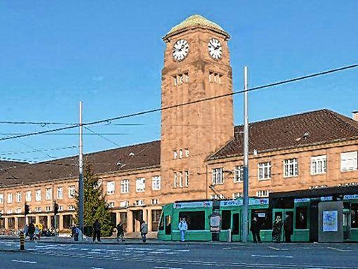 Wenn Asylsuchende mit einer deutschen Aufenthaltsgestattung oder einer Duldung am Badischen Bahnhof umsteigen wollen, kommen sie mit dem Gesetz in Konflikt.    Foto: Archiv Foto: Markgräfler Tagblatt
