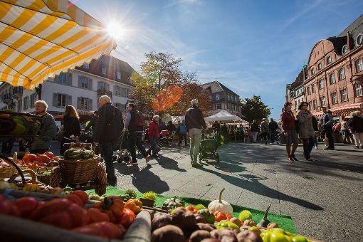 Das Lörracher Herbstfest war am Samstag im Wetterglück und lockte viele Besucher an. Foto: Kristoff Meller Foto: Kristoff Meller