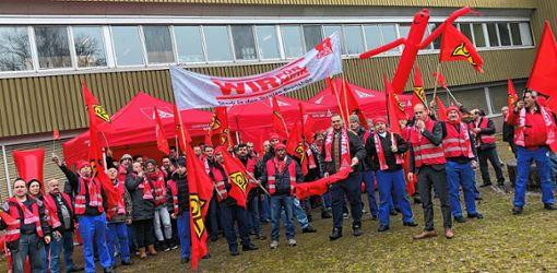 Mitarbeiter von Global Safety Textiles haben am Donnerstag einen Warnstreik durchgeführt. Foto: zVg
