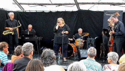 """Die Formation  """"Just Jazz"""" überzeugte beim  Konzert in Steinen mit ihrem Können.  Foto: Heiner Fabry Foto: Markgräfler Tagblatt"""