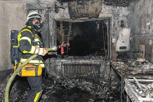 Die Wohnung brannte völlig aus. Foto: Volker Münch