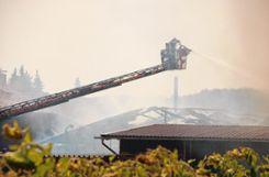 Der  Stall und das Heulager brannten völlig nieder. Foto: Markgräfler Tagblatt