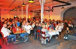 """Eine Lichtstimmung nach Wunsch - hier ein warmes Licht  bei der Eröffnung - auch das  ist in  der    """"Eventfabrik 33"""" möglich.   Fotos: zVg Foto: Markgräfler Tagblatt"""