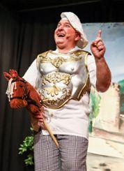 Gastspieler Andreas Kuck als Tüllinger Koch hoch zu Ross Foto: Kristoff Meller Foto: mek