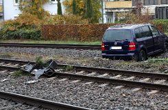 Das Auto kam erst am dritten Gleis der Wiesentalstrecke zum Stehen. Foto: Kristoff Meller Foto: mek