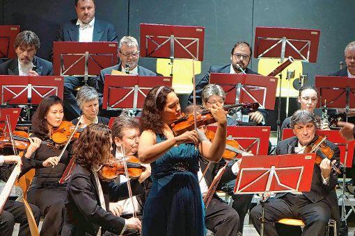 Die Geigerin Yuki Manuela Janke war die Solistin beim Konzert der Thüringen Philharmonie Gotha.    Foto: Jürgen Scharf Foto: Die Oberbadische