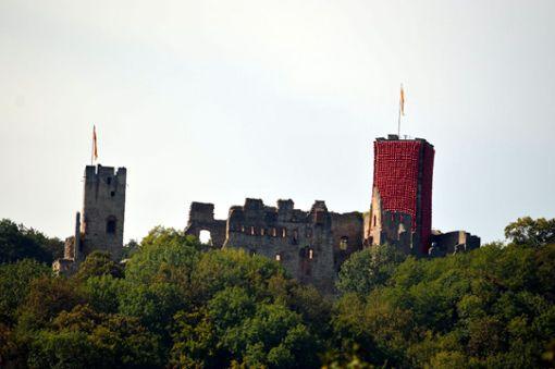 Impressionen von Klaus Kipfmüllers Kunstprojekt Red Balloon: The Tower auf Burg Rötteln. Foto: Veronika Zettler Foto: Alexander Anlicker
